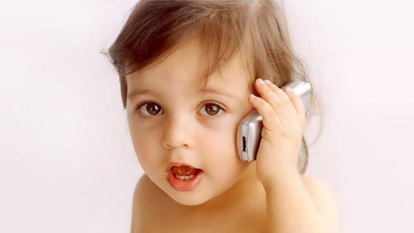 أثر الهواتف المحمولة على الأطفال قريباً يكشف اللغز