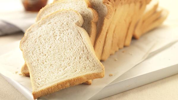 الخبز الأبيض يزيد خطر الإصابة بالسمنة