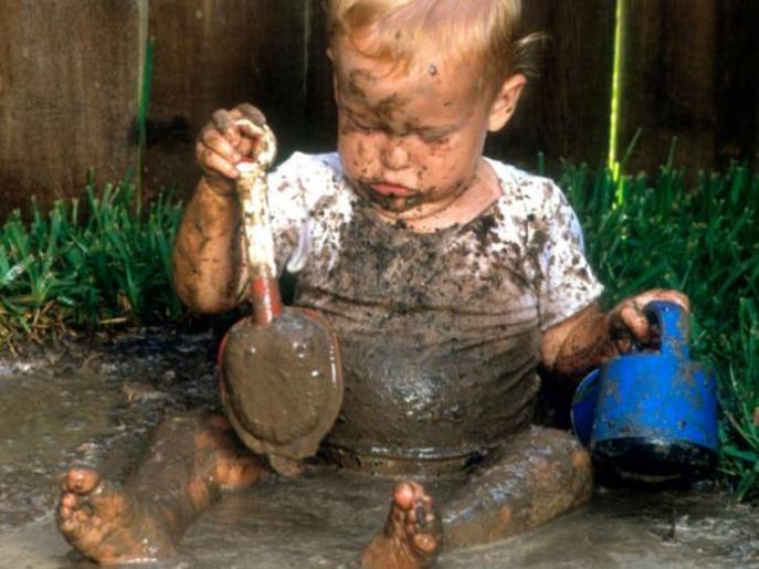 دراسة مذهلة.. لعب الأطفال بالطين يعزز المناعة1
