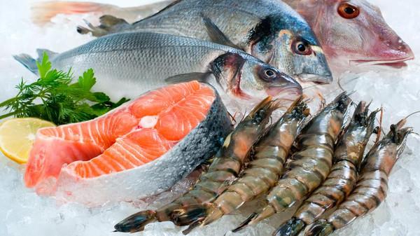 نصيحة للحوامل والمرضعات بأكل المزيد من السمك